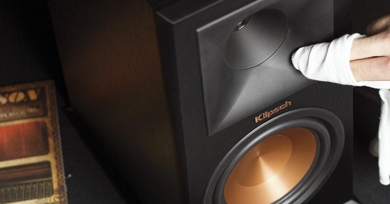 lär dig rengöra högtalare i ditt hemmabiosystem